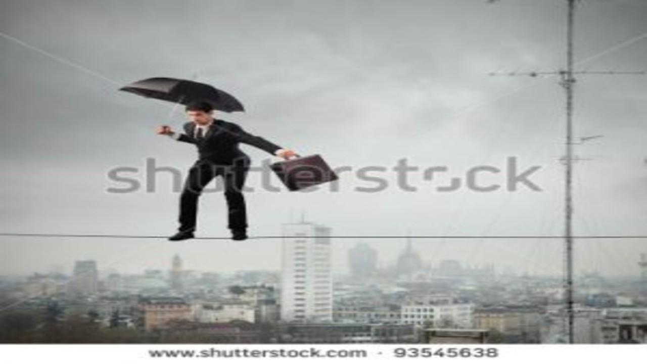 free画像,傘,ビジネスマン,綱渡り