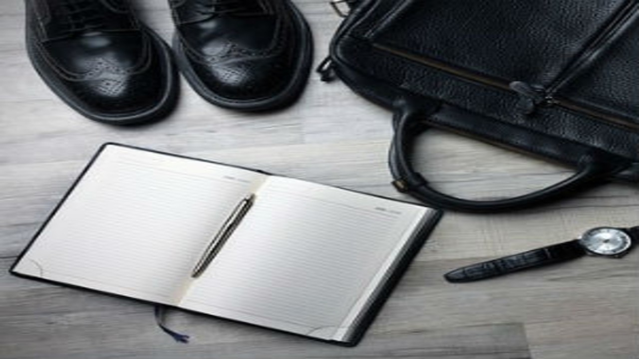 free画像,ビジネスマン,靴鞄ノートなど