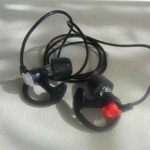 line画像,耳栓開封,黒色コード付き